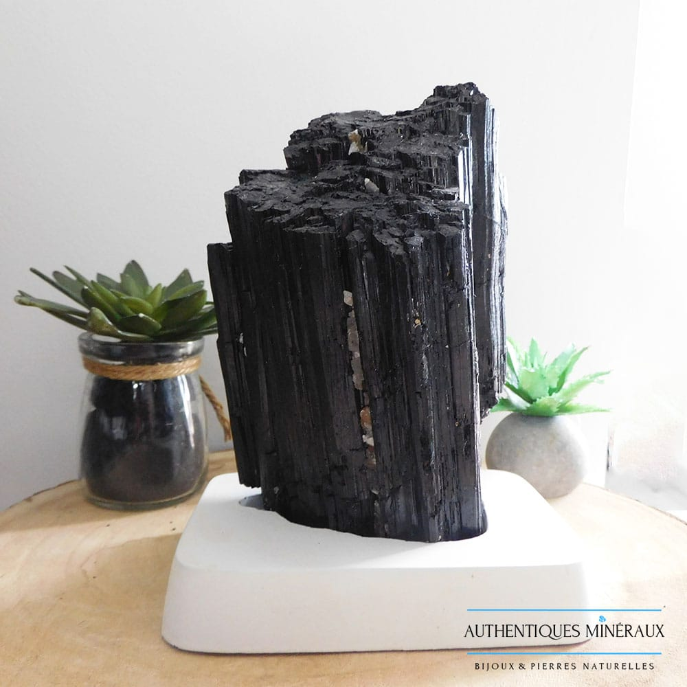 Tourmaline noire sur support en bois 1500g