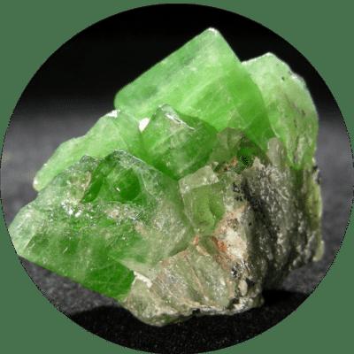 pierre peridot vertus et proprietes