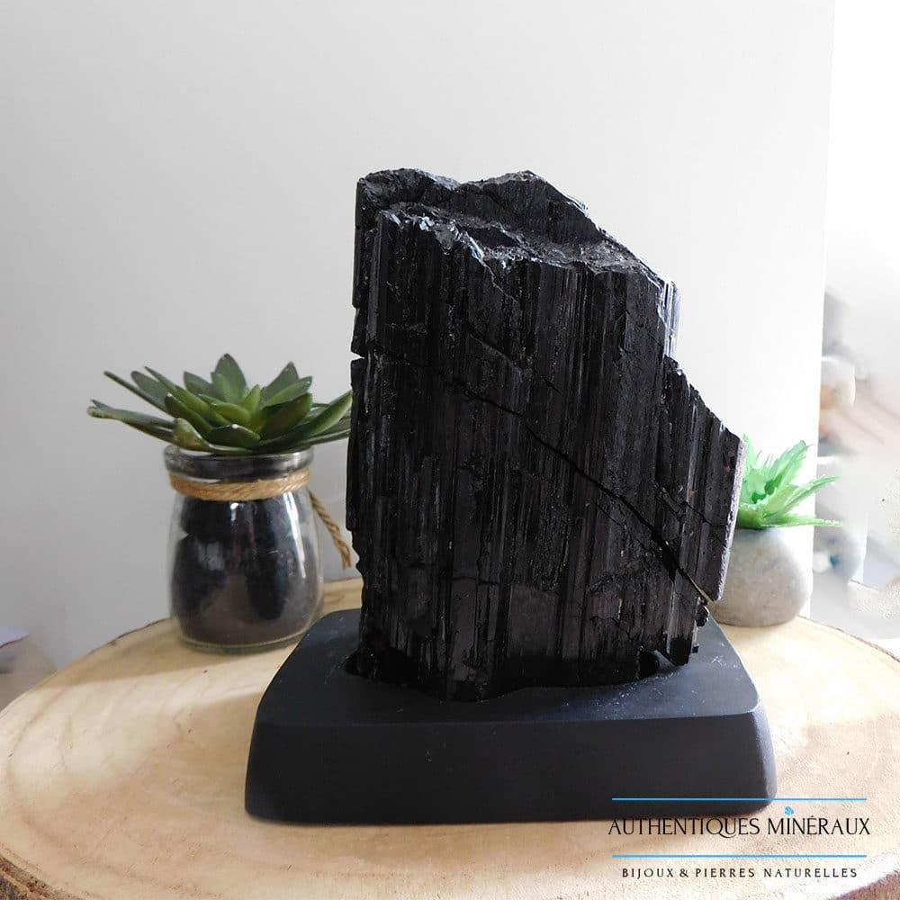 Tourmaline noire sur support en bois 1765g